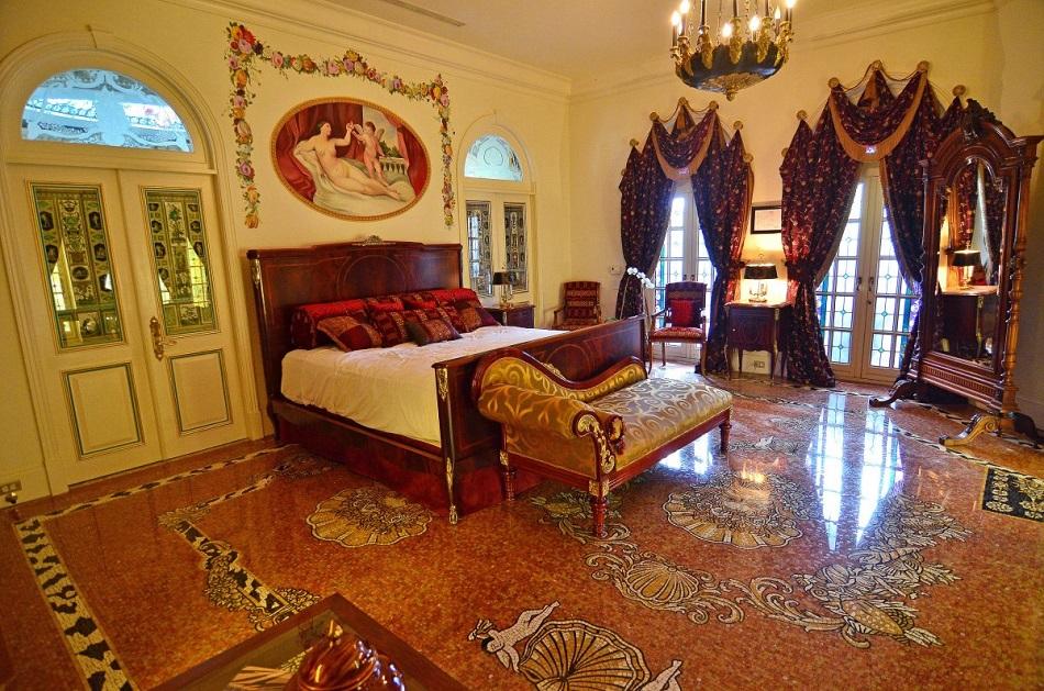 A look inside versace mansion i lobo you boca do lobo for Gianni versace home