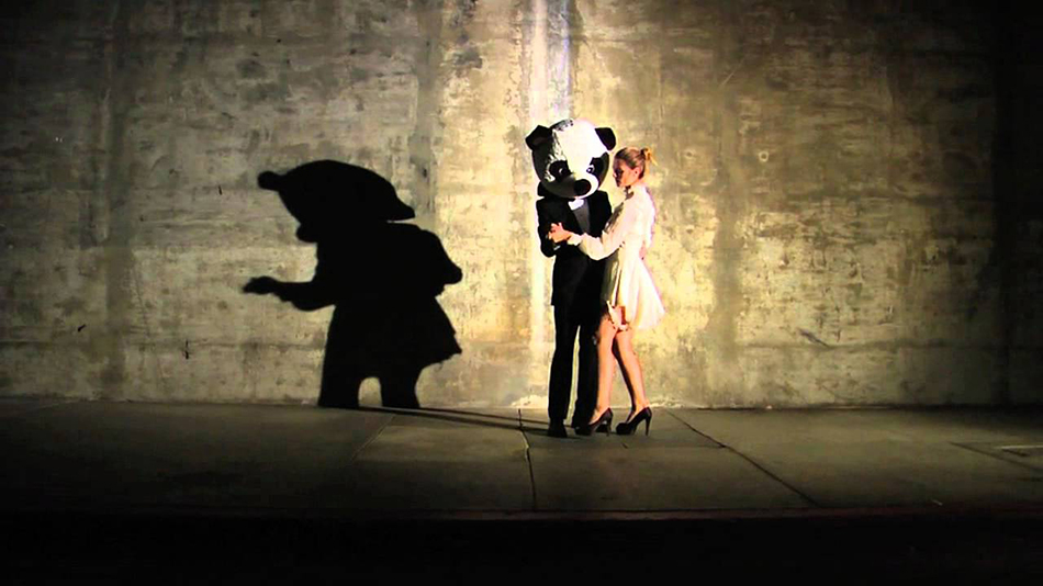 Tyler Shields – The new Andy Warhol?  Tyler Shields – The new Andy Warhol? maxresdefault1