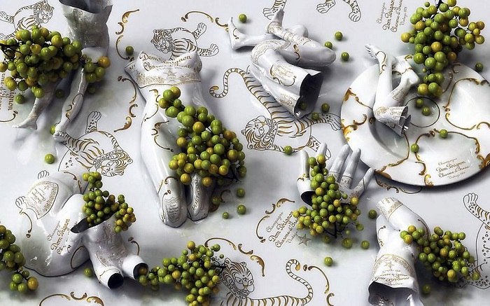 """""""Korean artist Kim Joon fabricates images of fragments of hollow porcelain that resemble nude bodies.""""  Kim Joon porcelain tattoos Joon Kim porcelain tattoos arts and crafts i lobo you12"""