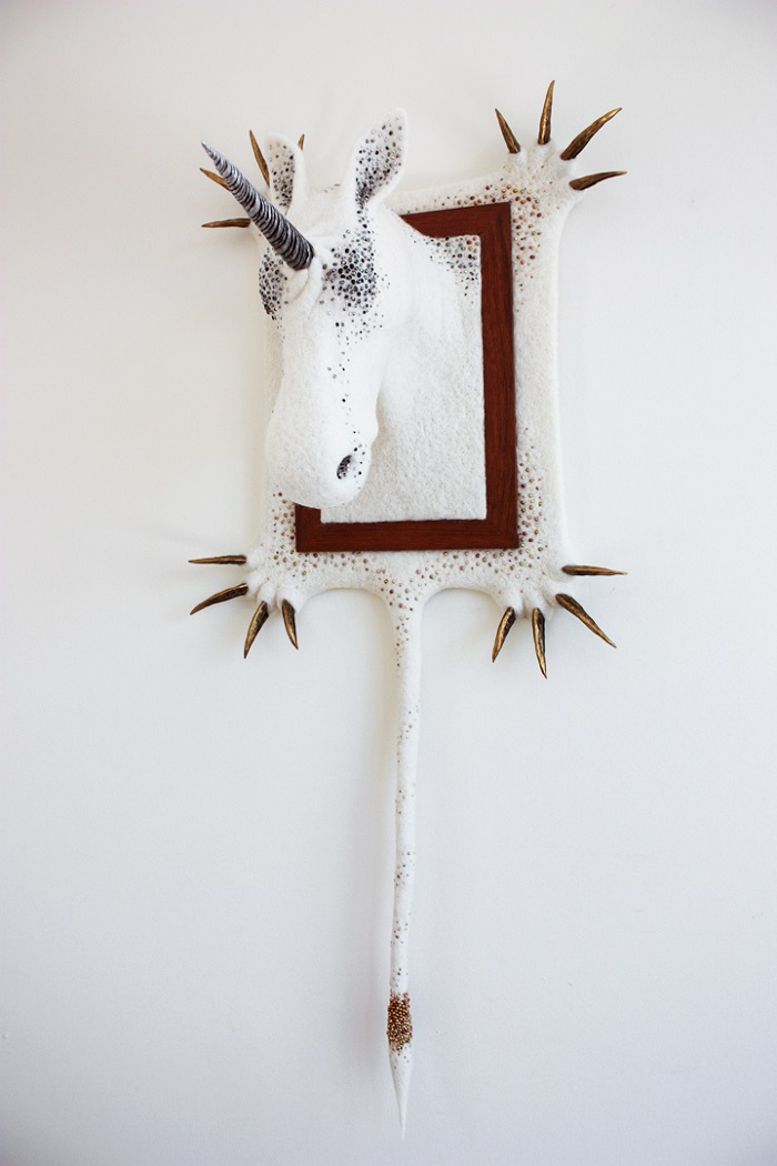 """""""Zoë Williams love for animals brought her to build these white and glittering needle felted wool sculptures, hanging on the wall like hunted trophies. """"  Incredible animal sculptures by Zoë Williams Incredible animal sculptures by Zo   Williams artists i lobo you12"""