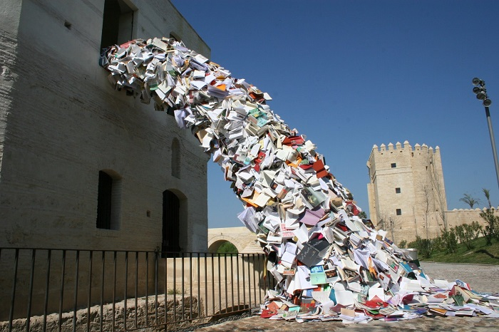 """""""Alicia Martin creates installations using books, thousands of books, that applying them around a framework or skeleton give rise to a masterful waterfall of paper""""  Impressive book installations by Alicia Martin Impressive book installations by Alicia Martin artists i lobo you2"""