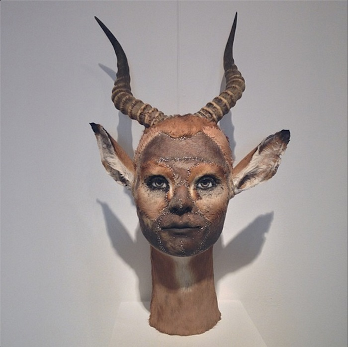 """""""This contemporary artist explores methods and materials that highlight illusionism of all forms to fool the viewers' eye.""""  Kate Clark contemporary animal sculptures Kate Clark contemporary animal sculptures artists i lobo you"""