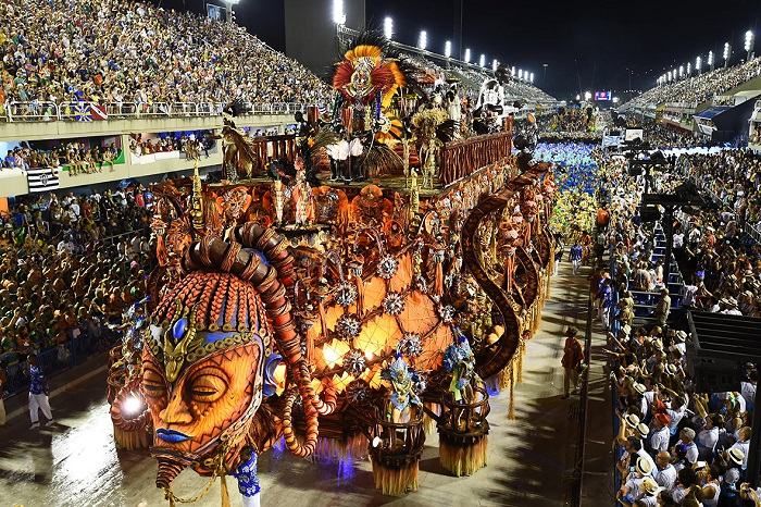 """""""This year, as always, Rio de Janeiro's Carnival last night ended as glittering as he should. Blaring music and scantily-clad dancers at the Sambadrome impressed the visitors."""" Brazilian Carnival The best of Brazilian Carnival 2015 The best of Brazilian Carnival 2015 performances i lobo you21"""