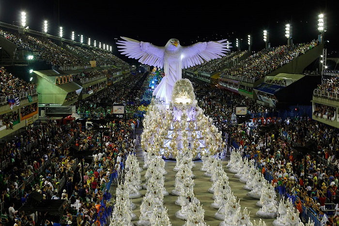 """""""This year, as always, Rio de Janeiro's Carnival last night ended as glittering as he should. Blaring music and scantily-clad dancers at the Sambadrome impressed the visitors."""" Brazilian Carnival The best of Brazilian Carnival 2015 The best of Brazilian Carnival 2015 performances i lobo you23"""