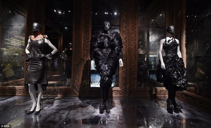 2Alexander McQueen: Savage Beauty- V&A Museum  Alexander McQueen: Savage Beauty- V&A Museum 2691673200000578 2991460 image a 33 1426162594360