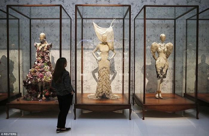 Alexander McQueen: Savage Beauty- V&A Museum  Alexander McQueen: Savage Beauty- V&A Museum 26916F4C00000578 2991460 image a 28 1426162583976