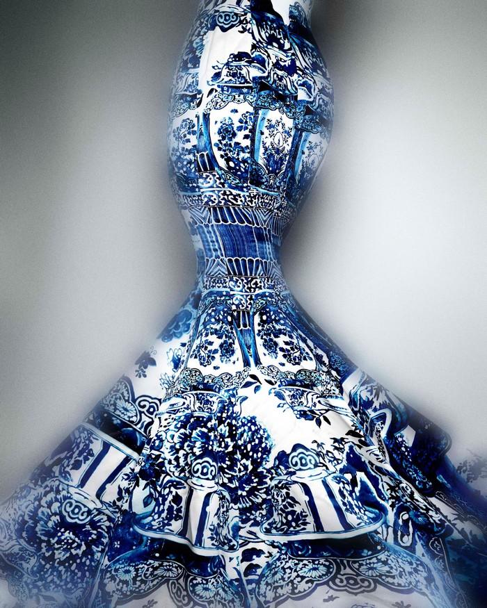 """China: Through the Looking Glass""  Met's New Exhibition  ""China: Through the Looking Glass""  Met's New Exhibition china 05 evening dress roberto cavalli fall 2005"