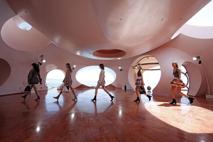 The Bubble Palace for Dior Cruise Collection 2016  The Bubble Palace for Dior Cruise Collection 2016 rtx1chsi