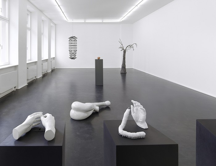 """""""Yvonne Roeb is an artist born in 1976 in Frankfurt that lives and works in Berlin. A lot of space for reflection remains between the sculptures and between the lines.""""  Yvonne Roeb contemporary sculptures Yvonne Roeb contemporary sculptures artists i lobo you"""