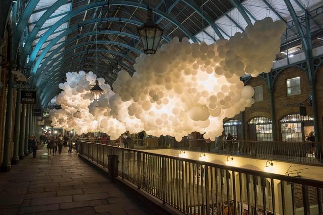 Charles Pétillon Installations With Balloons  Charles Pétillon Installations With Balloons charles petillon heartbeat 100000 white balloons covent garden designboom 01