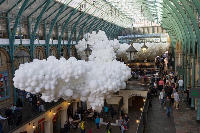 Charles Pétillon Installations With Balloons  Charles Pétillon Installations With Balloons charles petillon heartbeat 100000 white balloons covent garden designboom 02