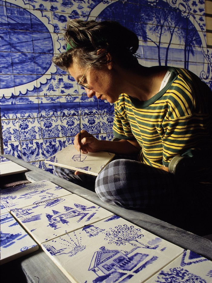 """Ann Agee is a contemporary artist living and working in Brooklyn. Working primarily in ceramic she has increasingly become known for her installations.""  Ceramic blue tiles for bathroom by Ann Agee Ceramic blue tiles for bathroom by Ann Agee Artists I Lobo you6"
