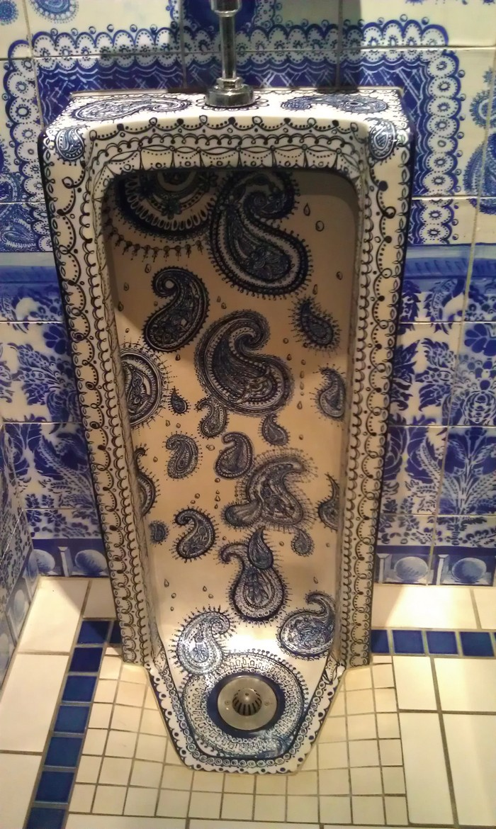 """Ann Agee is a contemporary artist living and working in Brooklyn. Working primarily in ceramic she has increasingly become known for her installations.""  Ceramic blue tiles for bathroom by Ann Agee Ceramic blue tiles for bathroom by Ann Agee Artists I Lobo you7"