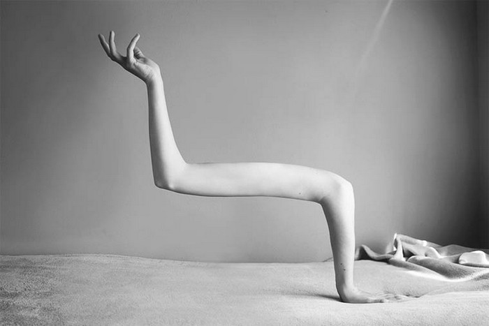 """""""Ángela Burón is a Spanish artist that created really intriguing photography. Her most popoular works are the surreal photos of human bodies.""""  Surreal photography by Ángela Burón Surreal photography by   ngela Bur  n Artists I Lobo you12"""