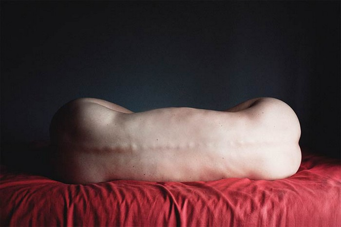 """""""Ángela Burón is a Spanish artist that created really intriguing photography. Her most popoular works are the surreal photos of human bodies.""""  Surreal photography by Ángela Burón Surreal photography by   ngela Bur  n Artists I Lobo you13"""