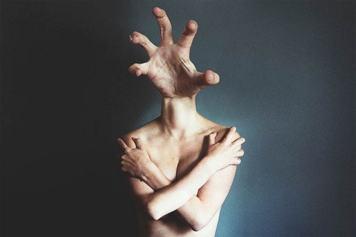 """""""Ángela Burón is a Spanish artist that created really intriguing photography. Her most popoular works are the surreal photos of human bodies.""""  Surreal photography by Ángela Burón Surreal photography by   ngela Bur  n Artists I Lobo you9"""