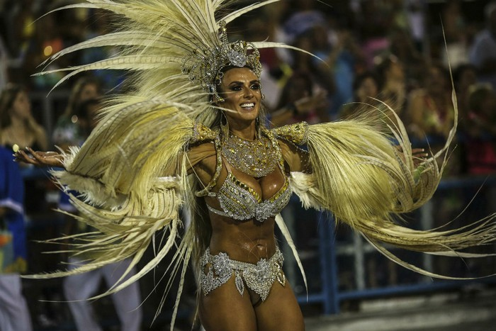 We all know that the most exciting, colorful and bigger Carnival in the world its the Brazilian Carnival. brazilian carnival The best of Brazilian Carnival 2016 The best of Brazilian Carnival 2016 events I Lobo you10