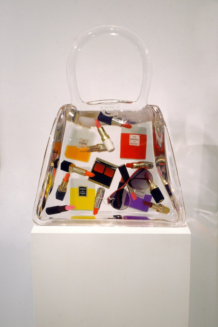 Debra Franses-Bean is mostly dedicated to create artistic bags which she calls art bags.