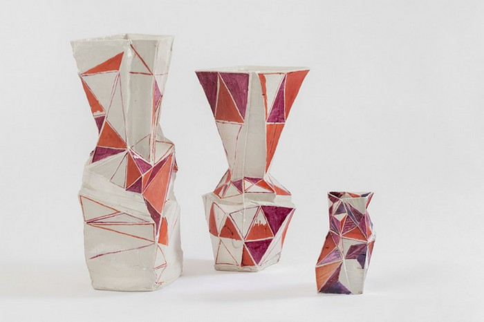 Johannes Nagel is a German ceramicist that creates artistic decoration pieces like vasses, plates and others in an artistic way.