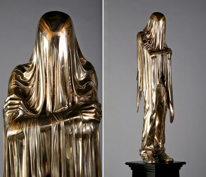 Kevin Francis Gray is an Irish sculptor recognized by the contemporary art sculptures of veiled figures. Contemporary art Contemporary art: veiled figures by Kevin Francis Gray Contemporary art veiled figures by Kevin Francis Gray fine art I Lobo you