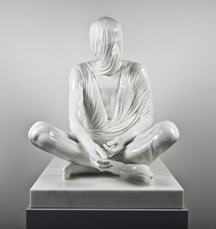 Kevin Francis Gray is an Irish sculptor recognized by the contemporary art sculptures of veiled figures. Contemporary art Contemporary art: veiled figures by Kevin Francis Gray Contemporary art veiled figures by Kevin Francis Gray fine art I Lobo you2