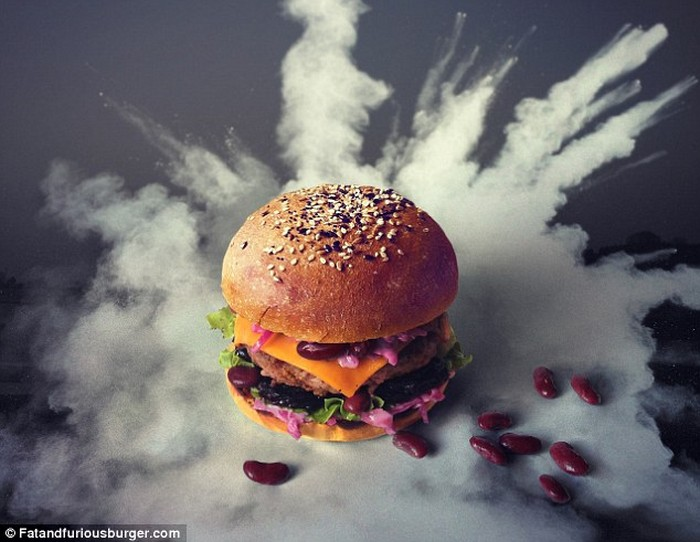 Fat & Furious Burger is the project that will make you love the look of the burgers more than the taste itself. Fat & Furious Burger Fat & Furious Burger: meet the project Fat Furious Burger meet the project artists I Lobo you4