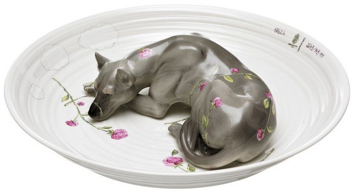 Hella Jongerius meticulously crafted by hand and designed these animal-filled porcelain bowls for a commission by Nymphenburg. porcelain bowls Hella Jongerius animal-filled porcelain bowls Hella Jongerius animal filled porcelain bowls arts and crafts I Lobo you