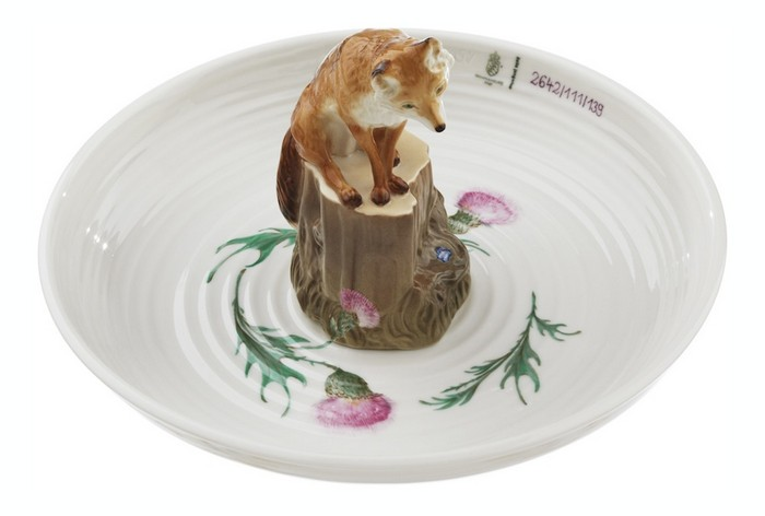 Hella Jongerius meticulously crafted by hand and designed these animal-filled porcelain bowls for a commission by Nymphenburg. porcelain bowls Hella Jongerius animal-filled porcelain bowls Hella Jongerius animal filled porcelain bowls arts and crafts I Lobo you2