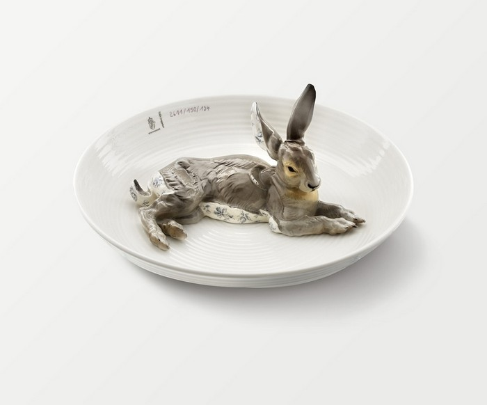 Hella Jongerius meticulously crafted by hand and designed these animal-filled porcelain bowls for a commission by Nymphenburg. porcelain bowls Hella Jongerius animal-filled porcelain bowls Hella Jongerius animal filled porcelain bowls arts and crafts I Lobo you8