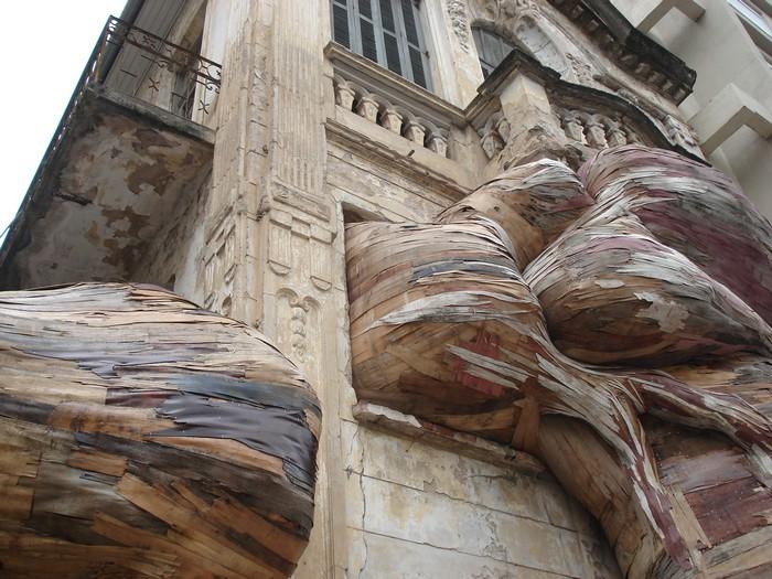 Art wood installations Art wood installations by Henrique Oliveira Art wood installations by Henrique Oliveira artists I Lobo you19