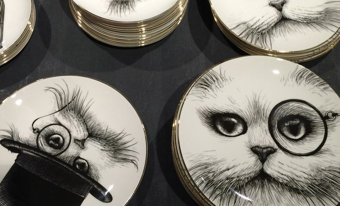 Rory Dobner is an artist that loves to draw. One characteristic we can find among his homeware is decorating with animals.
