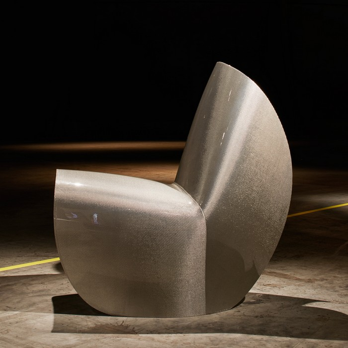 At Design Miami 2016 was unveiled a new version of Zaha Hadid's folded Kuki chair this time made in carbon-fibre.