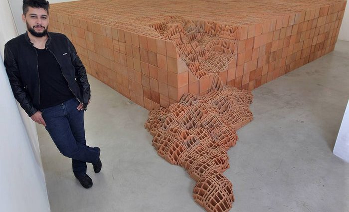 Andrey Zignnatto artworks are amazing brick sculptures, exposing bricks in an artistic way that people usually don't imagine.