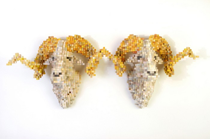 In his life-sized sculptures of animals, Shawn Smith filters the natural world through digital systems creating pixelated animal sculptures. animal sculptures Pixelated animal sculptures by Shawn Smith Pixelated animal sculptures by Shawn Smith arts and crafts I Lobo you3