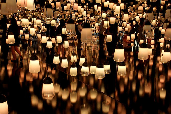 Forest of resonating lamps was a TeamLab installation that made part of Maison et Objet September 2016 edition.
