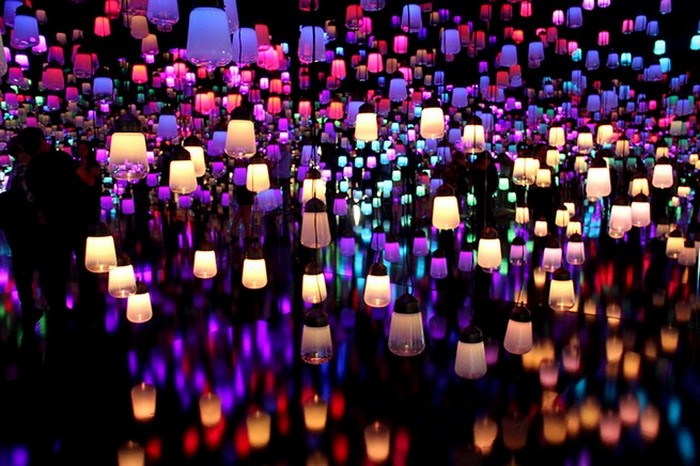 teamlab-creates-a-forest-of-resonating-lamps-at-maison-et-objet-3