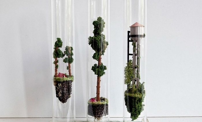 Rosa de Jong, a Dutch artist, creates contemporary art inside test tubes. What you weren't expecting was that those would be tiny worlds.