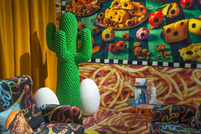 Maurizio Cattelan and Pierpaolo Ferrari, in collaboration with the Italian brand Seletti and Gufram, have transformed the booth at Design Miami 2016. maurizio cattelan Maurizio Cattelan and Pierpaolo Ferrari exhibition Maurizio Cattelan and Pierpaolo Ferrari exhibition artists I Lobo you4