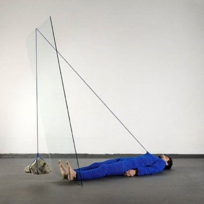 Tulio Pinto is a Brazilian artist playing with gravity when creating contemporary art. He explores subtle balance of weight and matter through installations.