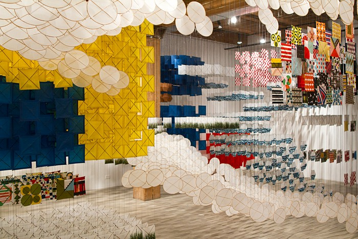 """Jacob Hashimoto is best known for using traditional Japanese methods to create large-scale """"tapestries"""" art installations out of thousands of handcrafted paper and wood kites. art installation Art installation by Jacob Hashimoto Art installation by Jacob Hashimoto arts and crafts I lobo you10"""
