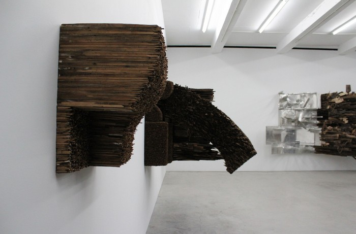 Leonardo Drew is known for his dynamic large-scale sculptural installations, mostly wall artworks. Wall artworks Leonardo Drew Wall artworks Leonardo Drew Wall artworks     artists I Lobo you9