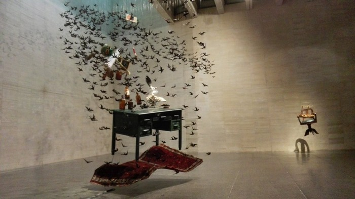 Pamen Pereira presents a work swinging among drawing, painting, sculpture, installation, photography. These are the type of art installation that you can see.