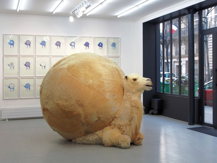 The Beijing-based artist Yang Maoyuan constructs controversial spherical sculptures like if they were balloon animals.