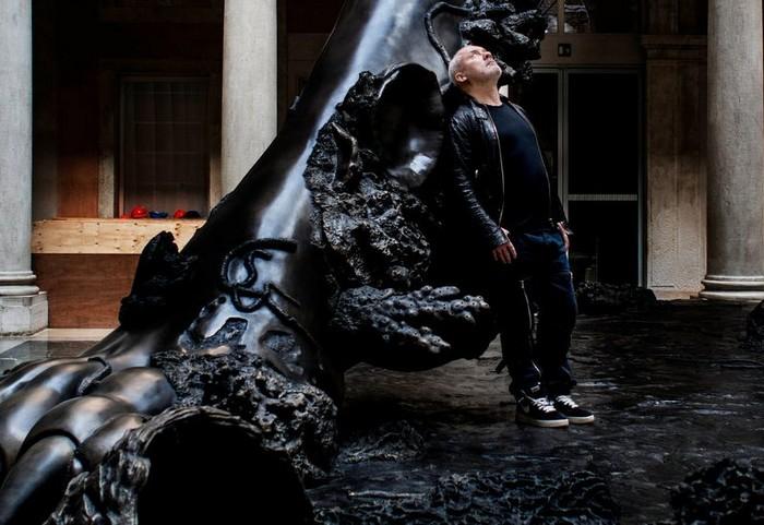 Damien Hirst Damien Hirst giant sculpture in Venice Damien Hirst giant sculpture in Venice fine art I Lobo you