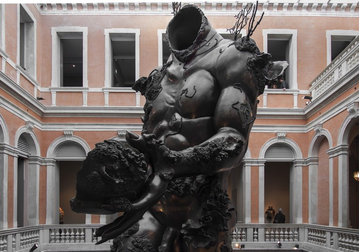 Damien Hirst is exhibiting a giant men sculpture in the museum space across Palazzo Grassi and Punta della Dogana in Venice. Damien Hirst Damien Hirst giant sculpture in Venice Damien Hirst giant sculpture in Venice fine art I Lobo you12