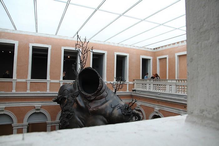 Damien Hirst Damien Hirst giant sculpture in Venice Damien Hirst giant sculpture in Venice fine art I Lobo you3
