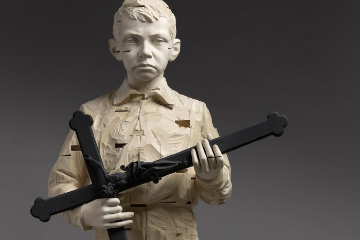 Gehard Demetz is dedicated to wood sculptures of human figures in different states of mind.