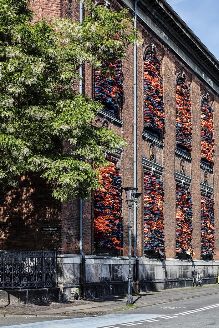 Ai Weiwei Ai Weiwei creates refugee crisis art installation Ai Weiwei creates refugee crisis art installation arts and crafts I Lobo you5
