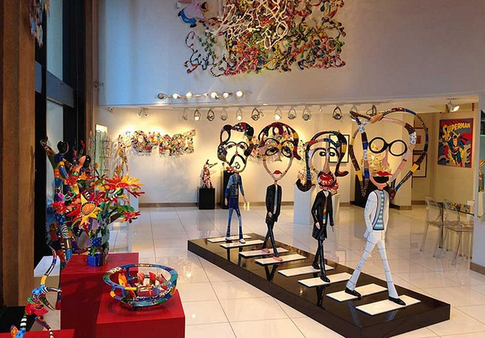 Dorit Levinstein's work invites you to step into her universe of forms, figures, and colors. Among a great diversity of works, The Beatles caught our attention. The Beatles Dorit Levinstein: The Beatles Dorit Levinstein The Beatles arts and crafts I Lobo you3
