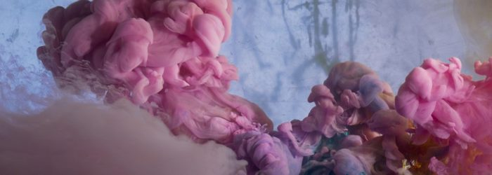 Kim Keever is an American artist born in 1955 in NY that inspires us with water painting. Yes, the color combinations are an underwatercreated mix.